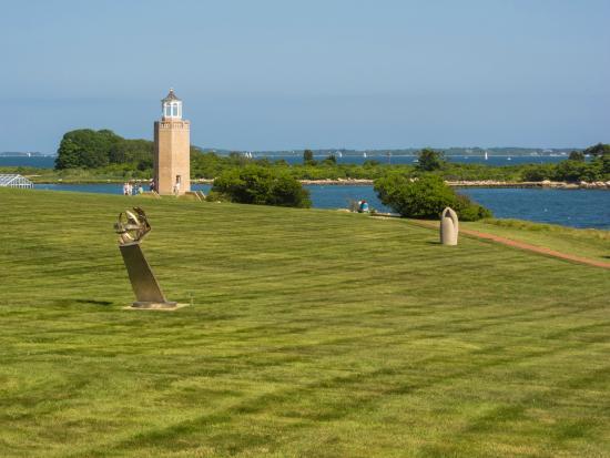 Avery Point Light: Lighthouse & art
