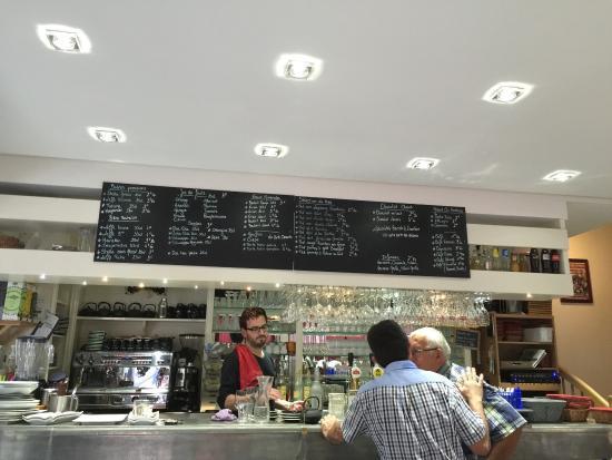 Cafe de l'Hotel de Ville: Raining outside but sunshine staff inside!