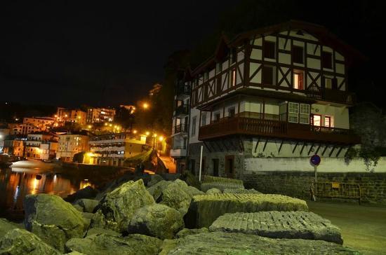 Hotel Zumalabe: Paseo nocturno