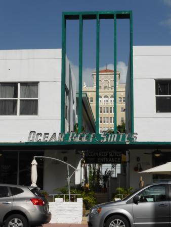 Ocean Reef Suites: entrée de l'hotel