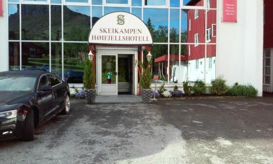 Svingvoll, النرويج: The hotel main building entrance
