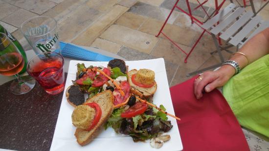 L'Olivade : salade de chèvre chaud