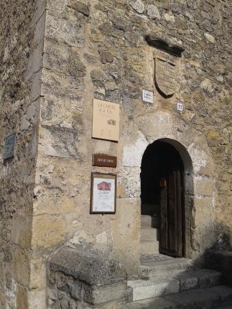 Pedraza, Spain: Detalle entrada y cartel