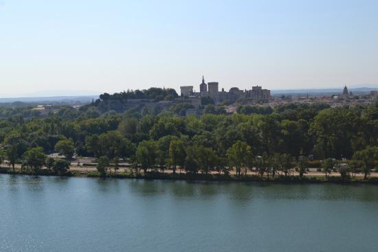 Tour Philippe le Bel : vue sur le Palais des Papes