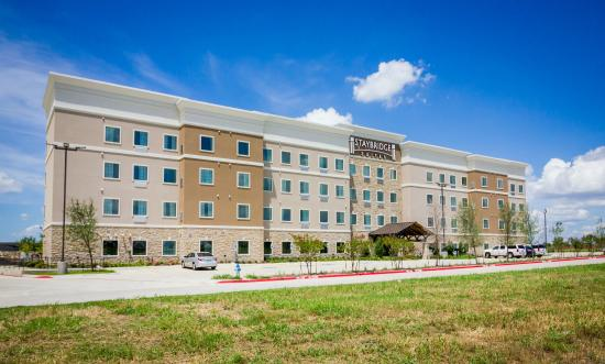 Staybridge Suites Plano Frisco: Hotel exterior