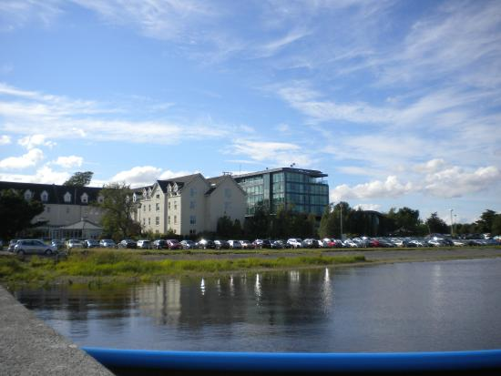View From Outside Picture Of The Riverside Park Hotel
