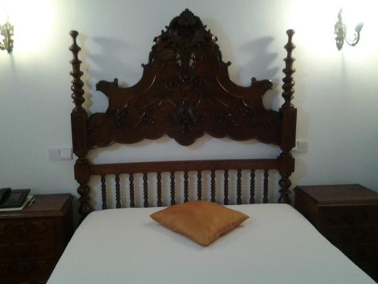 Residencial Rex: Кровать.