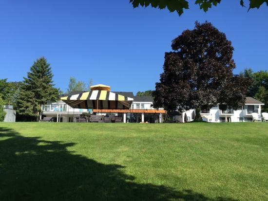 The Vineyard Inn on Suttons Bay : Good use of property in a great location