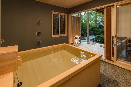 Traditional japanese style 16tatami deluxe garden room - Ryokan tokyo with private bathroom ...