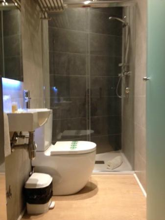 Hostal Bcn 46: bagno privato