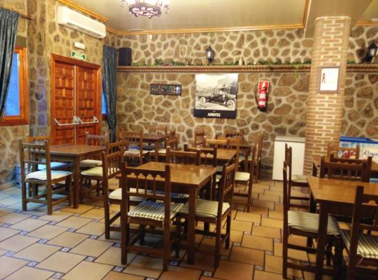Los Yebenes, Španielsko: Interior del local