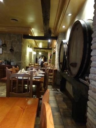 sidreria restaurante pil pil: 店内の雰囲気