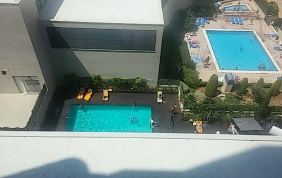 Ilunion Valencia 4: Vista piscina