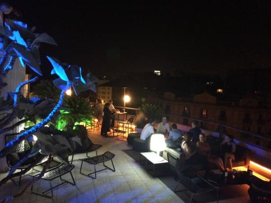 Relaxing at night picture of la terraza del claris for La terraza barcelona