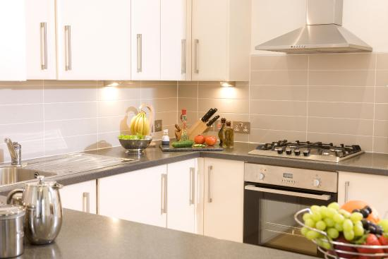 Inverness City Suites: Fully fitted kitchen with washer and dryer