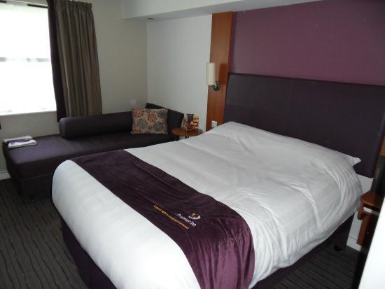 Premier Inn St. Austell Hotel: Bed
