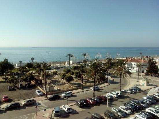 Piscina y vista desde habitaci n picture of bq andalucia for Piscina torre del mar