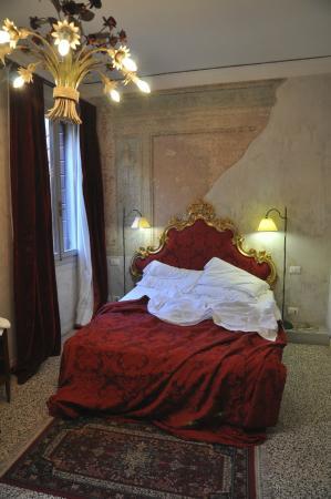 la camera da letto stile veneziano - Foto di Veneziacentopercento ...