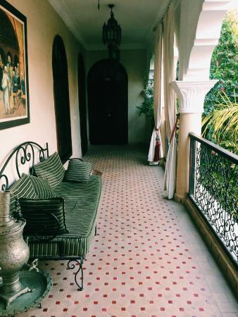 Riad Nabila: The veranda from out room out onto the courtyard