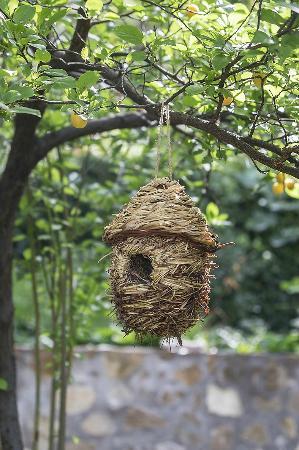Molino La Farraga: una de las casitas para pájaros