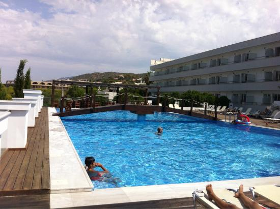 Nice swimming pool picture of alexander beach hotel attica tripadvisor for Nice hotels with swimming pool