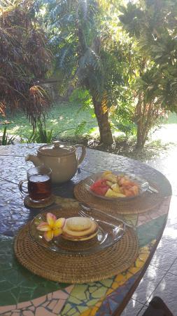 Guci Guesthouses: La colazione in veranda