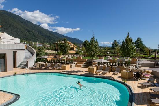 Borso del Grappa, Itálie: Una panoramica della Piscina della SPA al Garden Relais