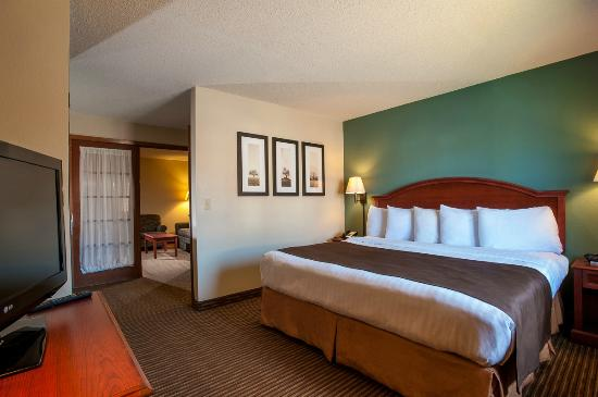 AmericInn Hotel & Suites Mankato _ Conference Center : King Two Room Suite