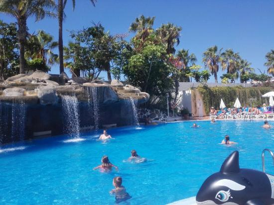 Piscina hotel bestia tenerife picture of best tenerife for Alberca las americas