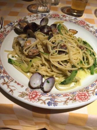 Il Tavolino: Linguine alle Vongole e julienne di Zucchine