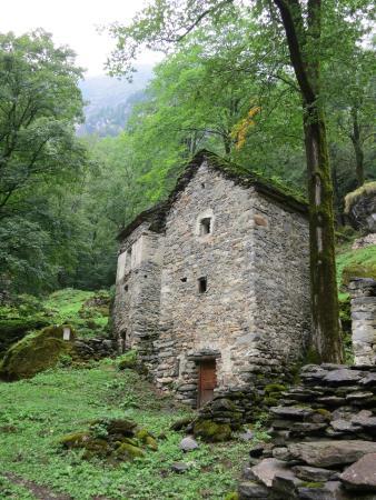 Cevio, Suiza: Restored houses at La PResa