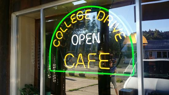 College Drive Cafe: College Drive
