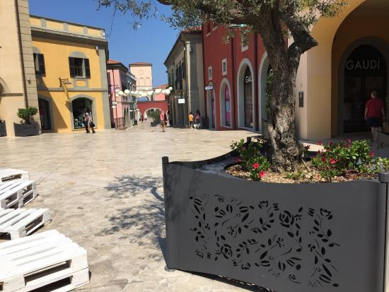 Outlet Citta Sant'angelo: Outlet