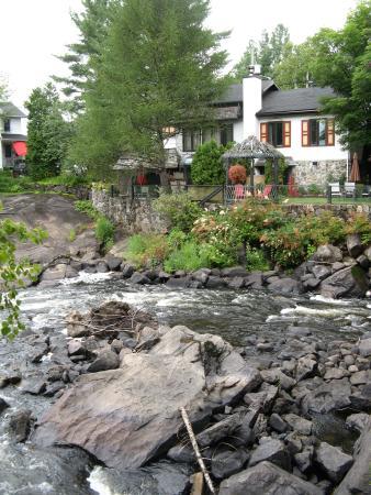 La Maison de Baviere : Hotel from the river bank