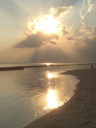Kuramathi: Beautiful sunsets every evening
