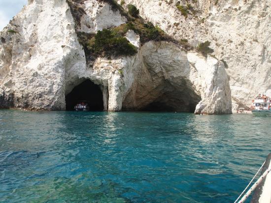 marathonisi turtle island le grotte dove ci si pu fermare a fare un
