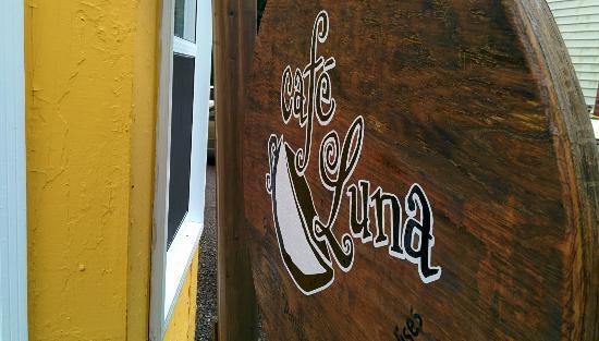 New Carlisle, แคนาดา: Café Luna sign