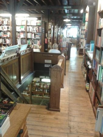 intérieur de la librairie Richard Booth\'s Bookshop - Picture of ...