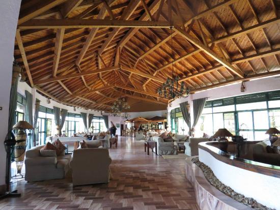 Tarangire Sopa Lodge: Lobby and Bar area