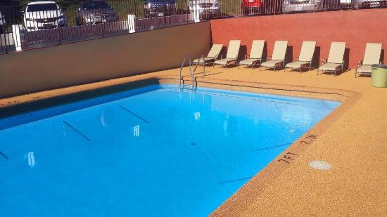Best Western Fallsview: Newly renovated outdoor pool