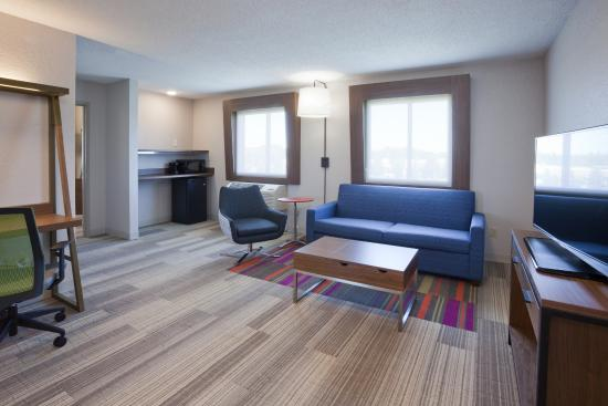 Holiday Inn Express Minneapolis Golden Valley One Bedroom Corner Suites Have Separation Between