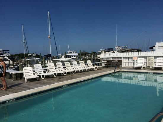 The Anchorage Inn: Pool out over the marina