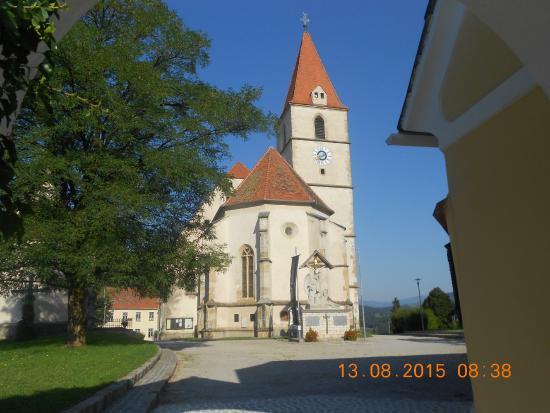 Hotel-Gasthof Jaritz: chiesa della città