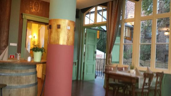 Villa Sedan Restaurant