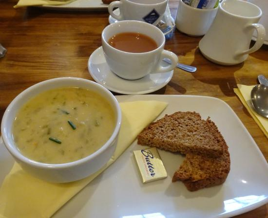Olde Bakery Restaurant & Bar : cream of celery soup and brown bread and tea