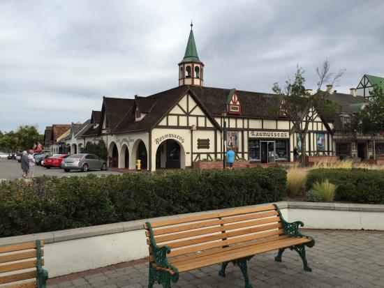 Santa Barbara & Solvang Tours - Saloon Car Tourist