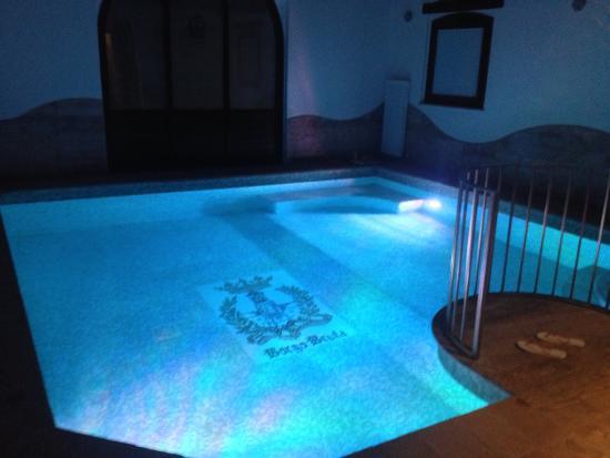 Piscina privata imperial suite foto di borgobrufa spa resort torgiano tripadvisor - Suite con piscina privata ...