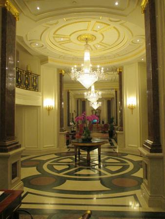 The Bentley London: hotel entry