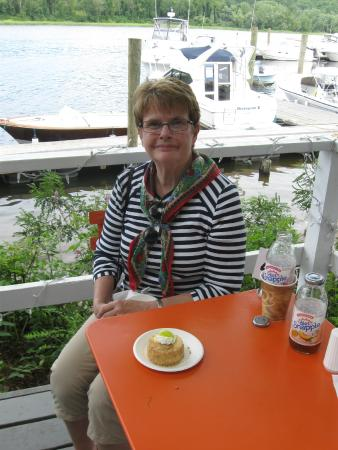 Haddam, Коннектикут: Ready to share Key lime pie at the Blue Oar