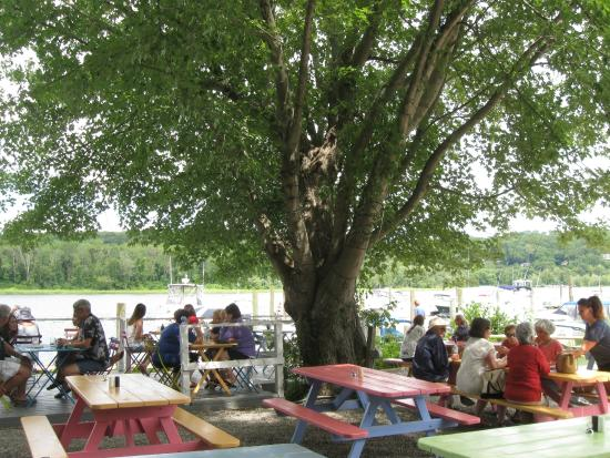 Haddam, CT: Outdoor seating along the Conn. River